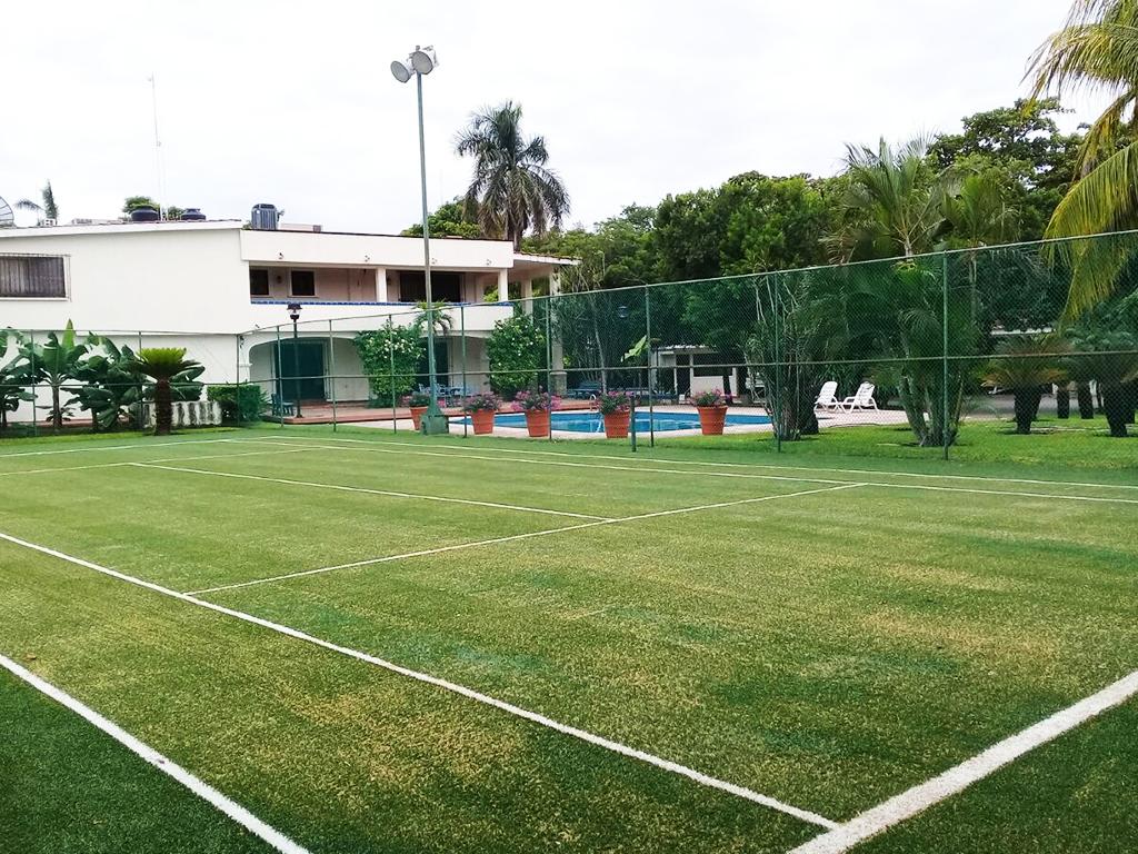 cancha de tenis de pasto artificial