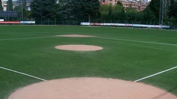 cancha de beisbol con pasto sintetico